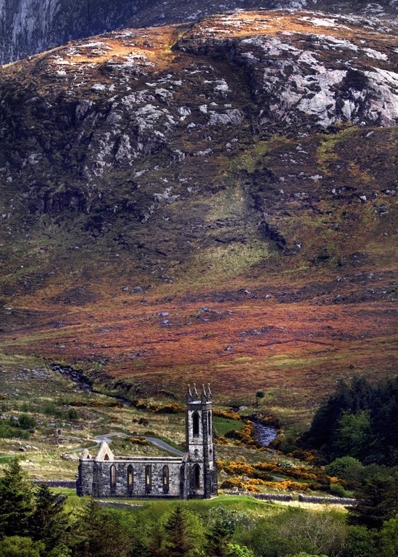 Dunlewy Church ruin in County Donegal, Northern Ireland, in the Poisoned Glen at the foot of Mount Errigal.
