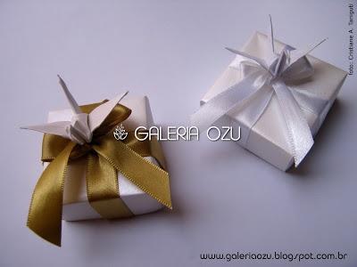 origami box with a tsuru on top #tsuru #crane #box #origami #galeriaozu #indaiatuba #saopaulo #paperfolding #folding #origamiart #origamidecor #paper