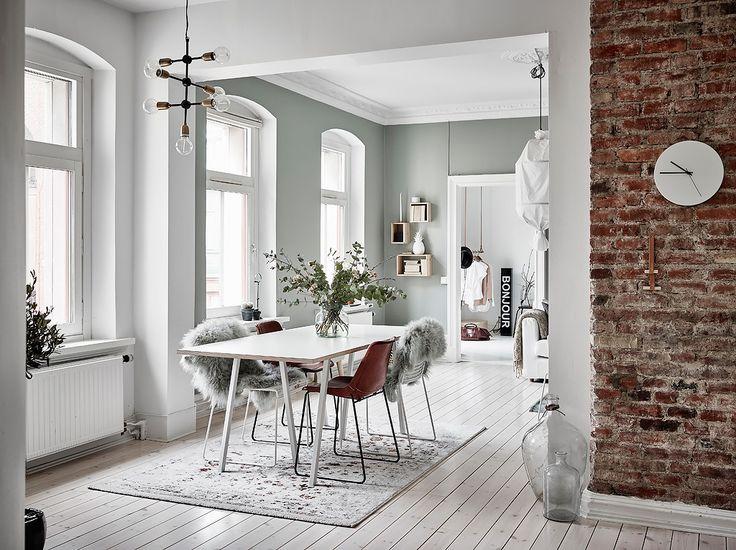 Entrance Fastighetsmäkleri #interior #inredning #matplats #matbord #diningtable #diningroom #design #sekelskifts