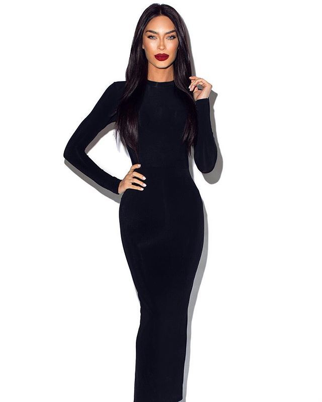 Modern day Wednesday Addams.  This @jessicarichcollection skin tight dress is