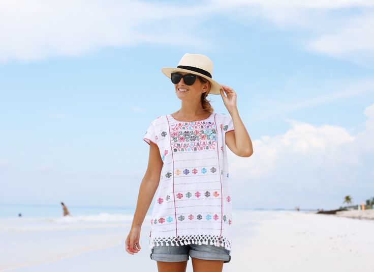 Summer Look. Tulum Beach. Look con blusa mexicana. A trendy life. #summerlook #beach #denim #shorts #hat #handmadeblouse #desigual #adolfodominguez #vogueeyewear #outfit #fashionblogger #atrendylife www.atrendylifestyle.com
