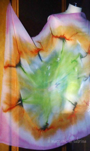 Foulard in crepe de chine dipinto. Deka silk con tecnica del sale.