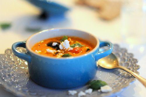 tomatsoppa med fetaost och kalamataoliver