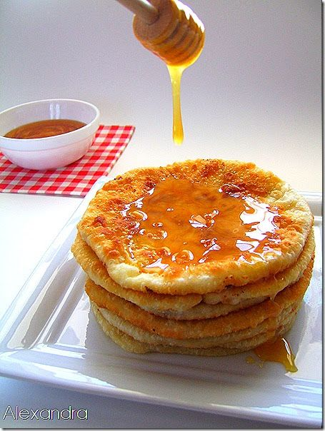 Σερβίρονται με μέλι αλλά τρώγονται και σκέτες για αυθεντική γεύση! Η παρακάτω συνταγή είναι όπως ακριβώς μας την έστειλε στο mail ...