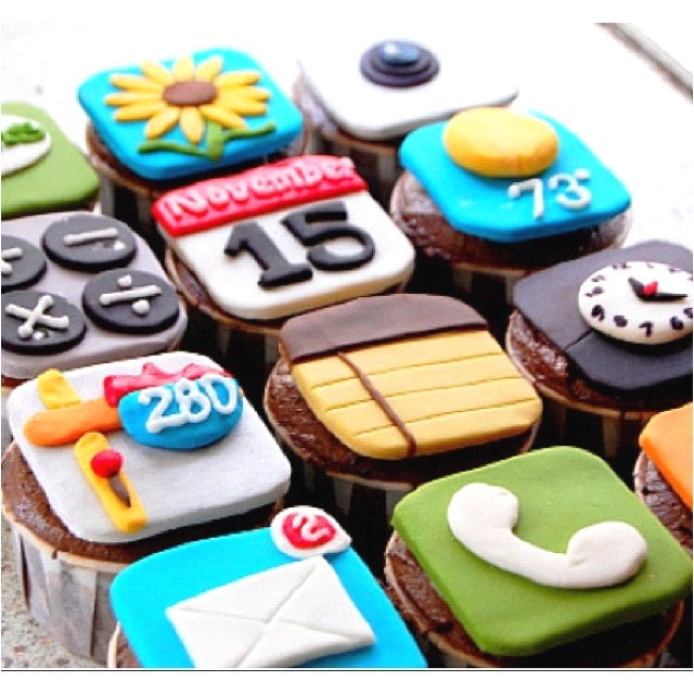 The coolest cupcake cake EVER!!! Someone please make this for my 26th birthday :) iPhone LOVE!!!!!