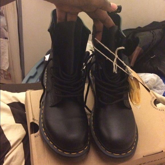 Dr Marten Size 9 Womens Black Brand New Never Worn New Dr Martens Smooth Black Size 9 Womens Dr. Martens Shoes Combat & Moto Boots