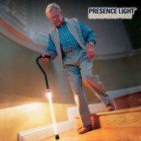 Τώρα, με το μπαστούνι βαδίσματος Presence Light, ένα σούπερ ανθεκτικό και υψηλής ποιότητας φωτιζόμενο μπαστούνι, θα περπατάτε με ασφάλεια και χωρίς το