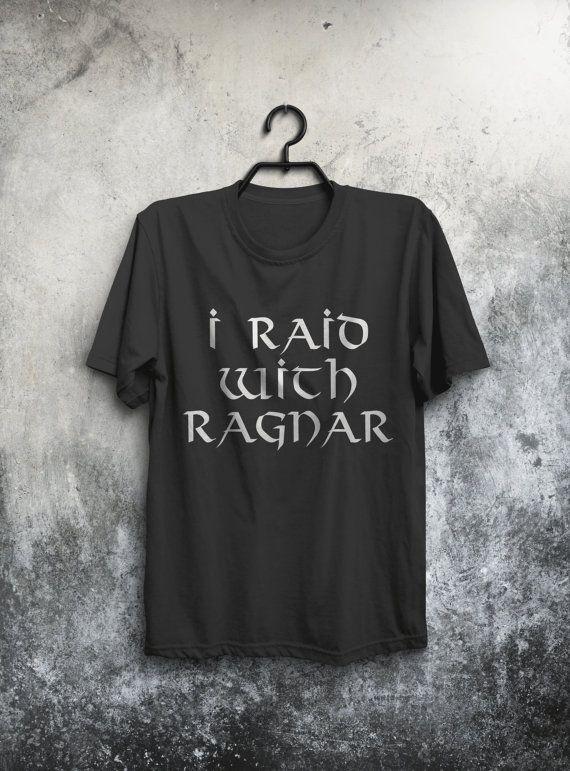 Ehi, ho trovato questa fantastica inserzione di Etsy su https://www.etsy.com/it/listing/483406831/raid-con-ragnar-t-shirt-viking-camicia