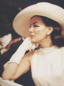Maria Felix, un gran personaje, que tuvo un rol predominante como mujer con su caracter fuerte y dominante, en su momento historico fue un icono de la belleza de la mujer mexicana, actriz de la epoca de oro del cine mexicano - Abril 8, 1914 a Abril 8, 2002.