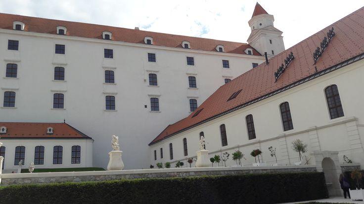 Bratislavsky hrad  http://pocasie.pozri.sk/predpoved-pocasia/bratislava