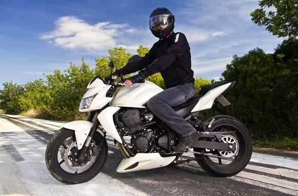 2014's Best Motorcycle Helmets Reviews from HotHeadHelmets.com. Check out which is the best bike helmet for your needs!