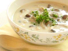 1人分93kcal たっぷりきのこのしょうが豆乳スープ [ダイエットレシピ] All About  しめじ120g(1パック) まいたけ95g(1パック) えのき65g(1パック) 水200ml 豆乳200ml 鶏ガラスープの素5g(小さじ1) 生姜5g(小さじ1) 塩適量 こしょう適量 あさつき2.5g