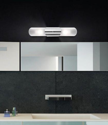 Απλίκα μπάνιου επίτοιχη από μέταλλο και opal γυαλί. Δέχεται δύο λαμπτήρες τύπου G9 και η στεγανότητα της είναι IP44. Βρείτε την και σε άλλα σχέδια και επιλέξτε τι σας ταιριάζει. Για μεγαλύτερη οικονομία στην κατανάλωση ενέργειας προτείνουμε να επιλέξετε λαμπτήρες LED: http://kourtakis-lighting.gr/37-lamptires-led-g9