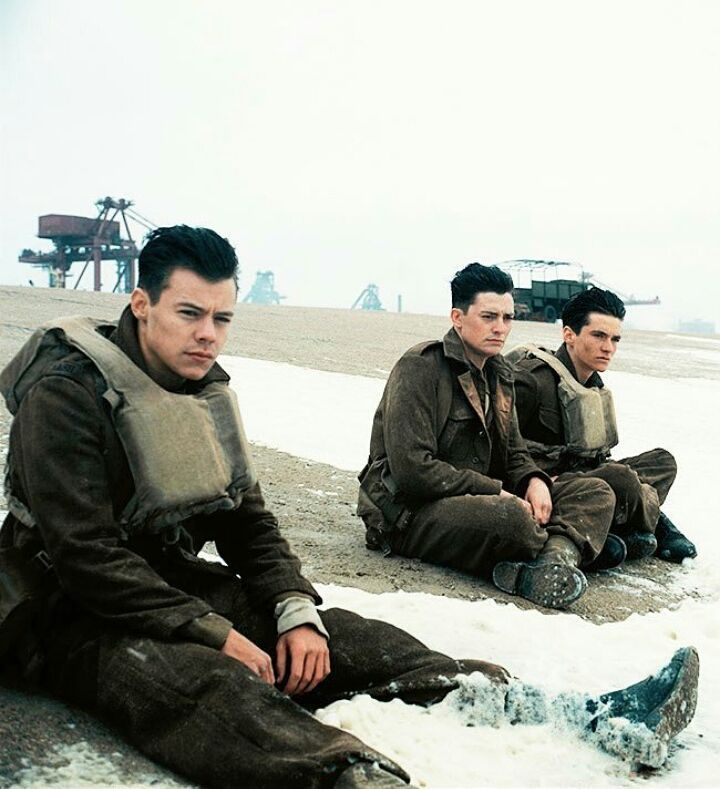 "Foto em HQ do Harry, Aneurin Barnard e Fionn Whitehead no set de ""Dunkirk""//HQ photo of Harry, Aneurin Barnard and Fionn Whitehead on the set of ""Dunkirk"". ❤ . . .  #harrystyles #harry #styles #onedirection #h #harryedwardstyles #harry_Styles #signofthetimes #7thapril #fanaccount #brasil #liampayne #louistomlinson #zayn #niallhoran #directioner #1D #soloharryproject #harrylovers #hs1iscoming #hs1  #dunkirk #f4f #hazza #harold"