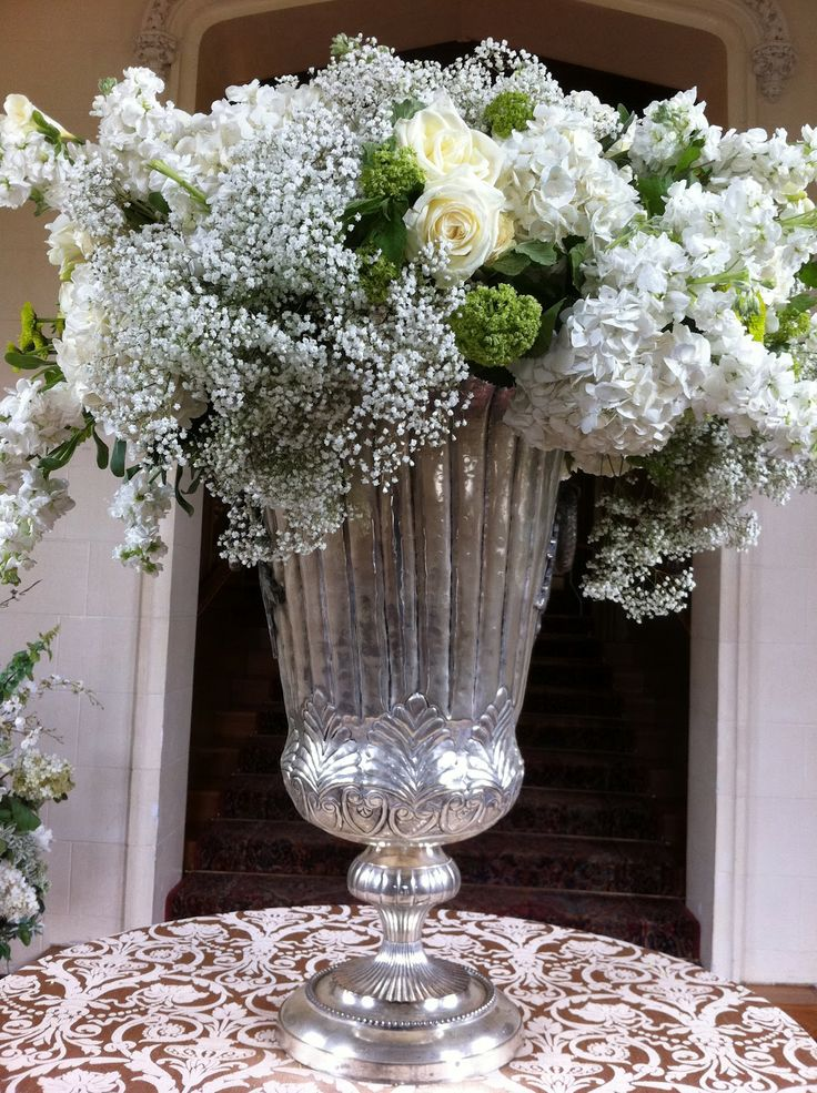 Large centrepiece with hydrangea and baby's breath