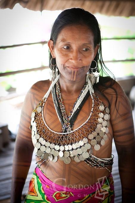Panama | Embera woman at Ipeti-Choco | © Zizza Gordon