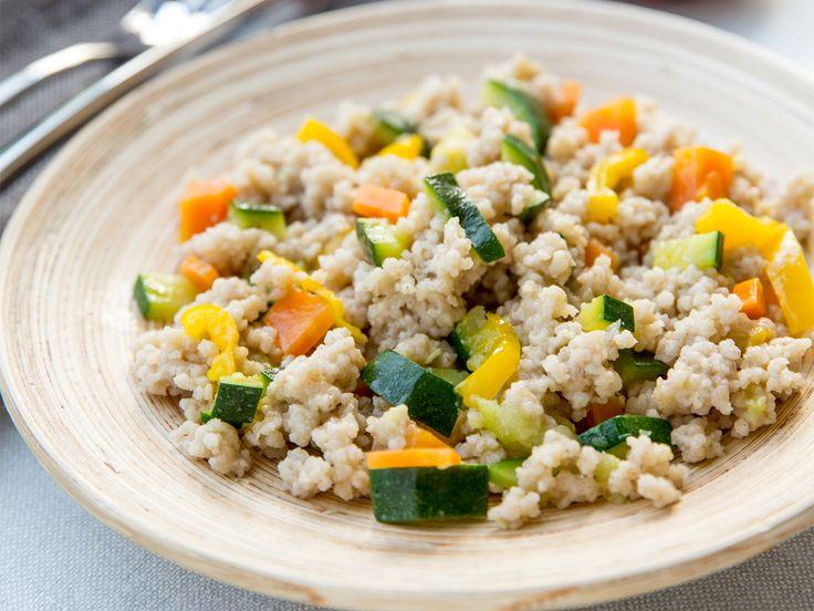 Cous cous di grano saraceno con peperoni, carote e zucchine