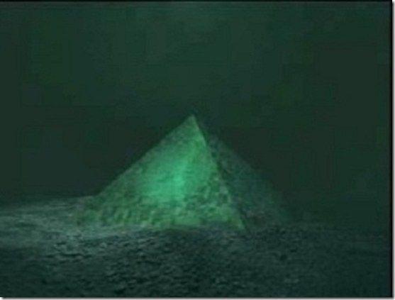 Piramide no fundo do mar -triangulo das bermudas