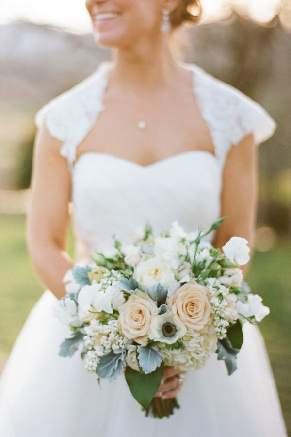 Peach and Cream Bouquet With Dusty Miller - Photography by Kristen Gardner Photography