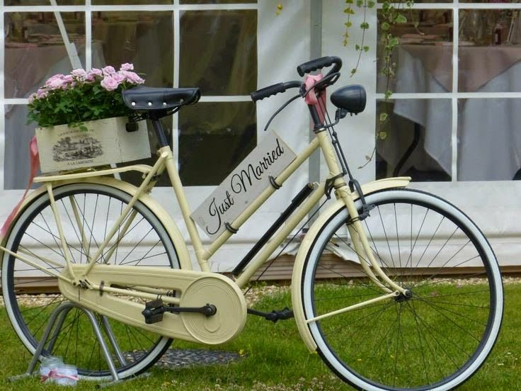 pon una bicicleta vintage en la decoracin de tu boda