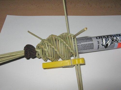Návody - DEKORACE NA DVEŘE :: Pletení z papíru Hanča Čápule