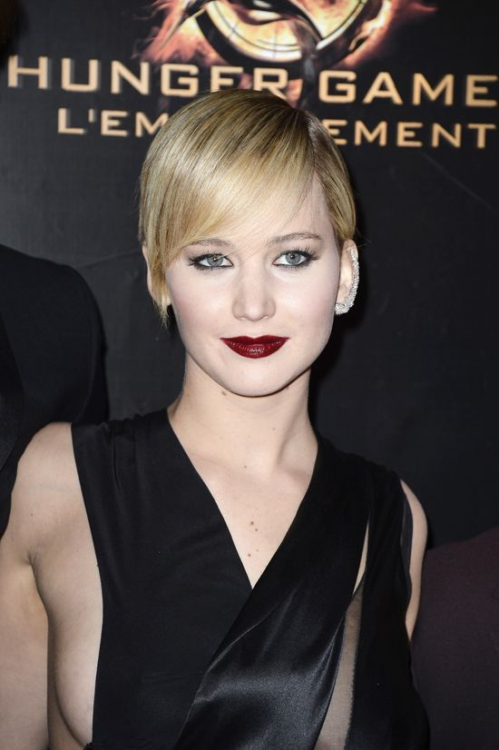 Good grief she is too fabulous. #JenniferLawrence in Dior Couture + a sparkly ear cuff, #HungerGames Catching Fire Paris premiere