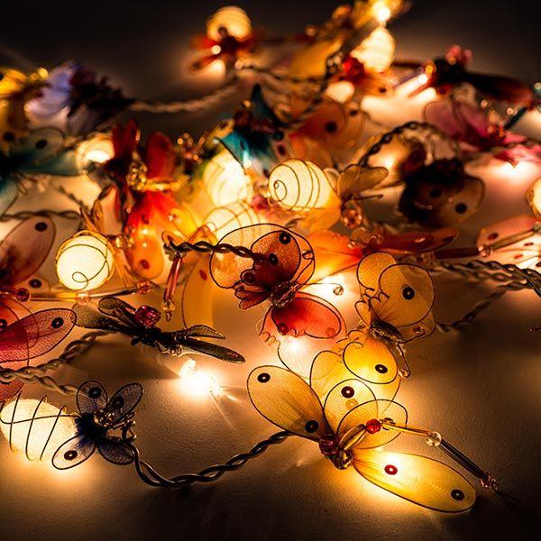 Beautiful butterfly string lights <3   http://www.vasanthi.dk/produkt/butterfly_dragonfly_lyskaede/