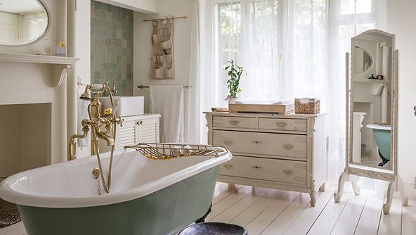 best 25 salle de bain romantique ideas on pinterest. Black Bedroom Furniture Sets. Home Design Ideas