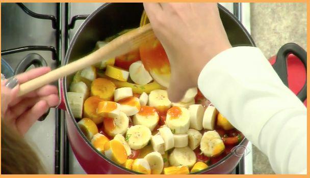 Assista como preparar uma deliciosa moqueca vegana, com palmito pupunha e banana da terra | Receitas | Dia Dia