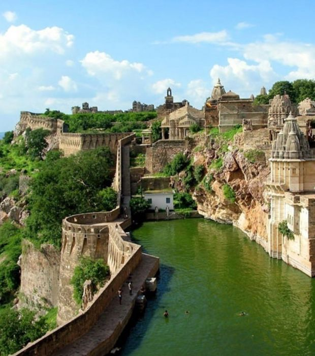 http://voyage.gentside.com/monde/18-le-fort-chittorgarh-inde_pic6284.html Foto: 18. Cittoragh Fort,, India.