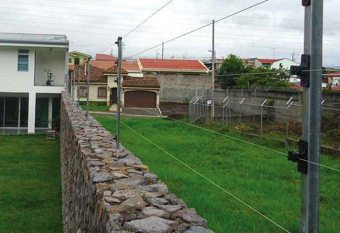 Resultado de imagen para distancia de poste a poste de cerca electrificada