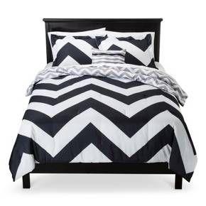 • Thick gray & white chevron stripe pattern<br>• Contemporary color scheme<br>• Super-soft microfiber exterior<br>• Plush polyester fill<br>• Machine washable<br>• Available in standard mattress sizes<br>• Includes: comforter, 2 shams & 1 decorative pillow (1 sham included with twin size)<br><br>You'll relish the bold style and contemporary charm of the Leo, Herringbone C...