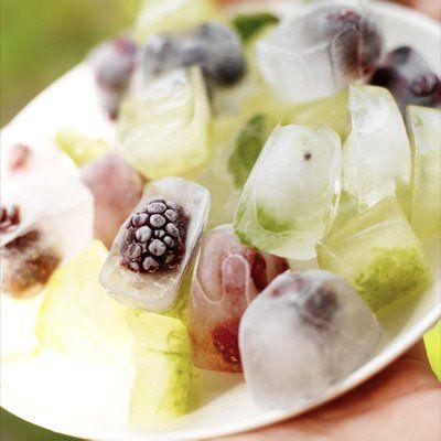 fresh fruit ice cubesIdeas, Ice Cubes, Summer Drinks, Summer Parties, Icecubes, Fruit Ice, Ice Teas, Mixed Drinks, Fresh Fruit