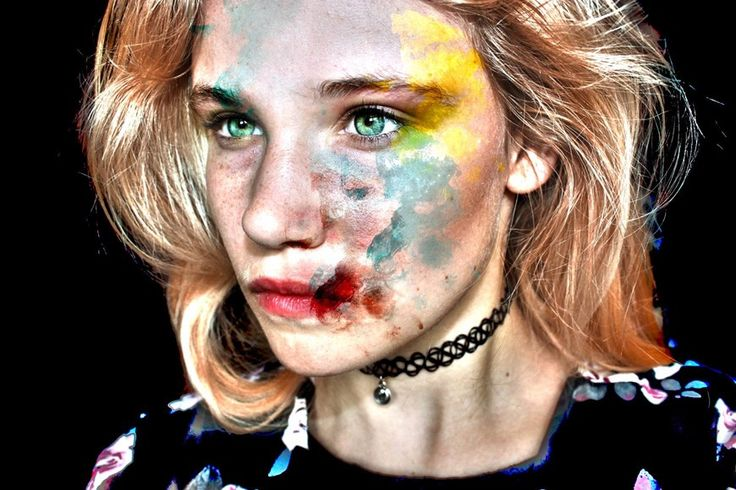 - Blue, Yellow, red and blonde -  Linnea Kruslock
