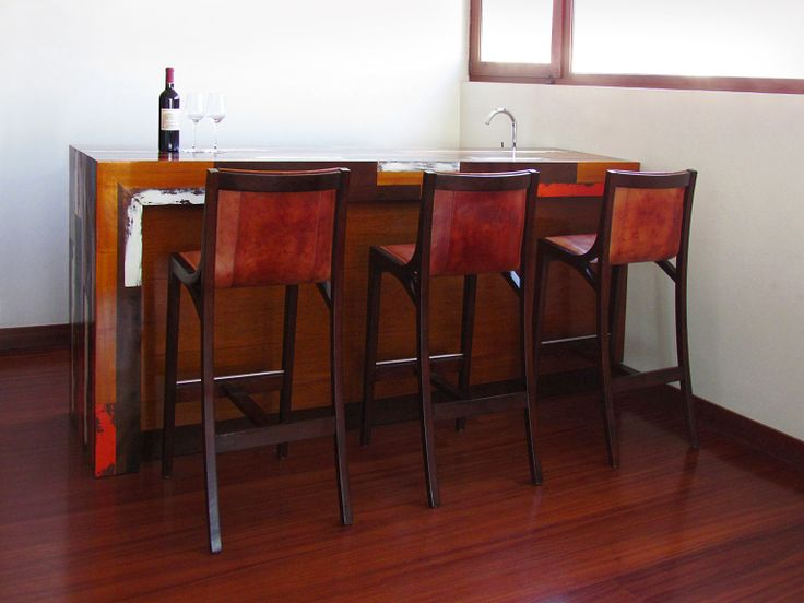 MUEBLES: AY BAR fue un encargo realizado con madera 100% nativa. Éste requería un estilo cálido y rústico pero a la vez elegante y funcional, contando con una barra, zona de lavacopas y guardado interior. Visítame en www.javieramora.com o escríbeme a javieramora@gmail.com #diseno #arte #decoracion #muebles #bar #barra #madera