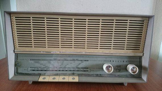 Bekijk dit items in mijn Etsy shop https://www.etsy.com/nl/listing/271877514/philips-vintage-tube-radio-b2x-92-made
