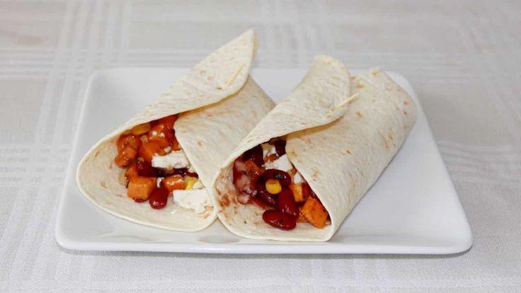 Dit is het recept voor Burrito met zoete aardappel; een combinatie van zoete aardappel, honing en wat citroensap, met ui, kidneybonen en mais.
