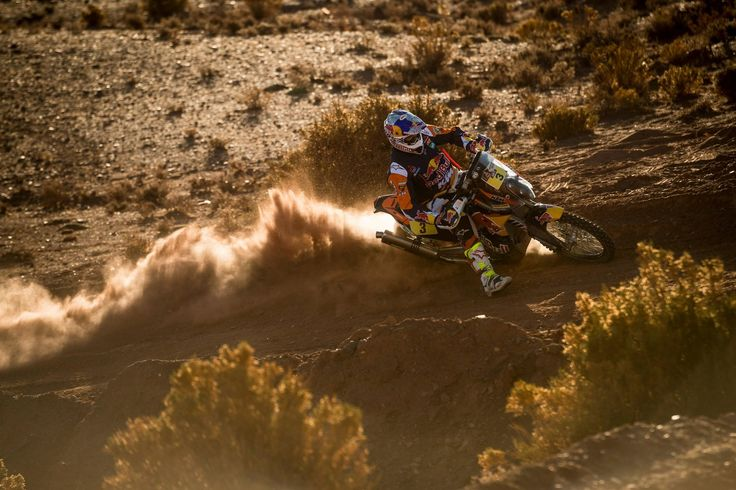 Toby Price thrashes his Red Bull KTM Factory Rally 450 through the sand at the 2016 Dakar.