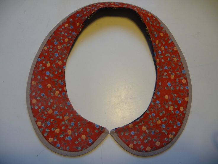 reversible detachable collar see other photo for reverse