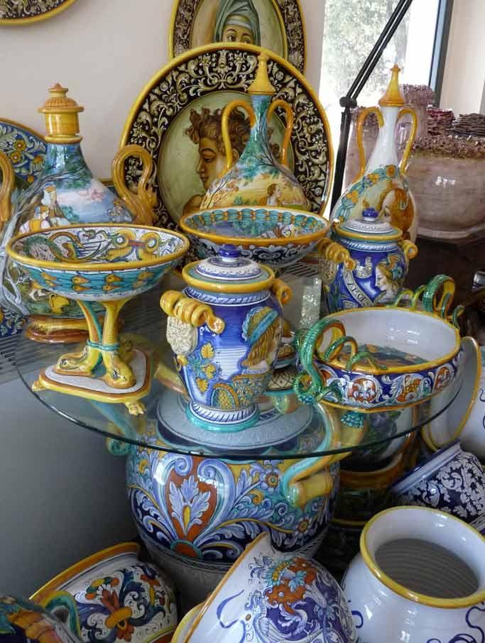 Beautiful designs from Vecchia Deruta.