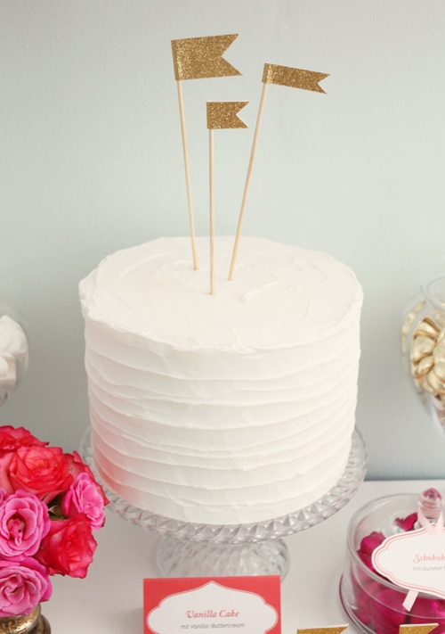 this, but emerald green (smooth spackled)-maybe with leather ties crossing in front, corset style, with fondant feather cake toppers that match graphics.