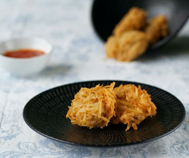 Indonesian+Medan+Food:+Uyen+/+Keladi+Goreng+(Taro+Cake)