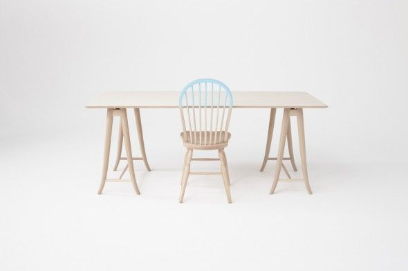 La collection Akimoku de Nendo est basé sur les 102 ans d'archives de modèles de meubles en bois courbés créées par le seul spécialiste en bois cintrés et fabricant de meubles au Japon, Akita Mokko. Ils font revivre les vieilles conceptions, créant une pièce de mobilier minimaliste et pourtant classique. Nendo fourni un délice visuel inattendu. La finition autrement simple et naturel souligne le charme des détails en bois courbé, peu importe si ce sont des chaises, des tables ou des canapés.