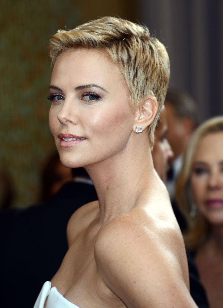 Charlize Theron - elegance  #white #blonde #hair   www.gateoneparrucchieri.it