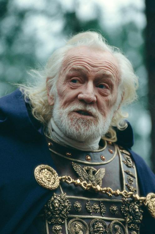 Richard Harris (Empereur Marc-Aurèle) dans Gladiator de Ridley Scott, 2000.