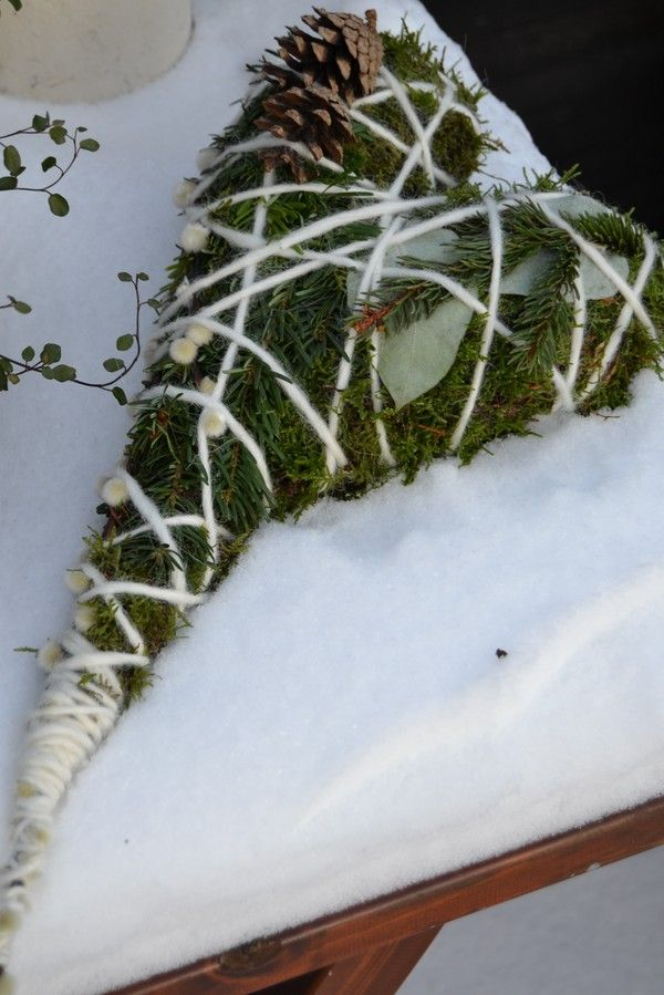 DIY moss heart wreath