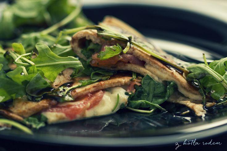 Naleśniki z mozzarella i rukolą - czas na naleśniki we włoskim stylu :-) #nalesniki #mozzarella #rukola #wloskiespecjaly