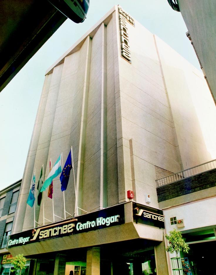 8 best nuestros centros our stores images on pinterest for Sanchez granada sofas