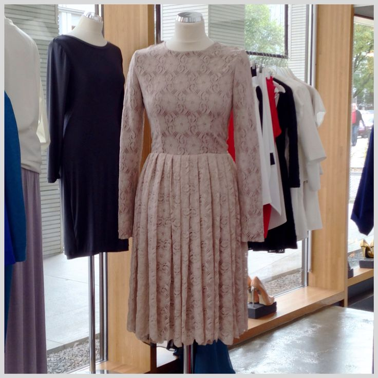 Cielista, koronkowa sukienka THECADESS z kolekcji  AW 2014/15 Cena 1750 PLN