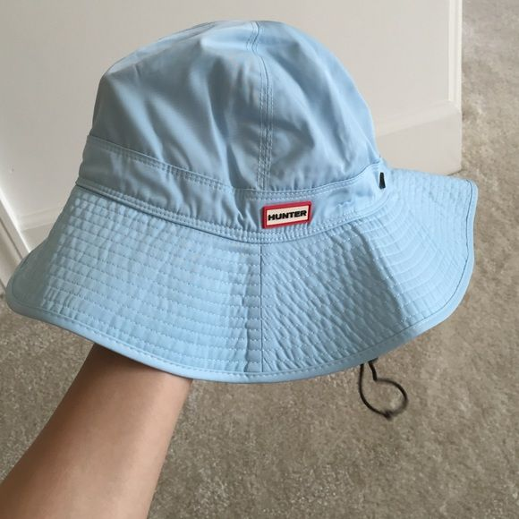 Hunter original bucket hat. S/M Nwt. In perfect new condition. Authentic Hunter. 100% polyester. Adjust size with string around head and face. No trade. Hunter Boots Accessories Hats